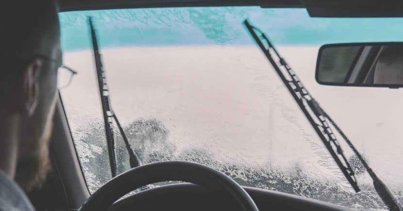 replacing your windshield wipers in los angeles